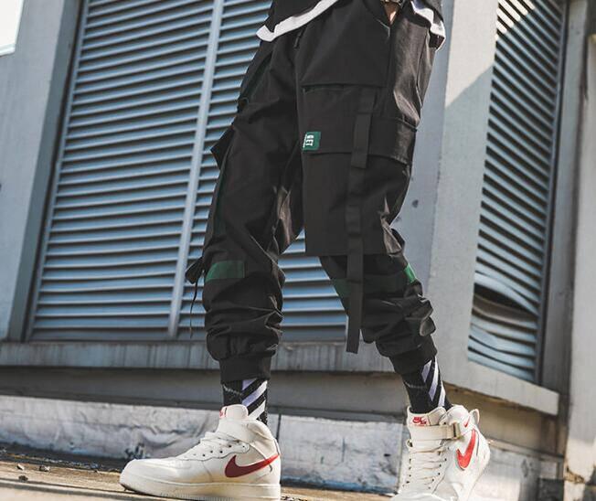 如何打造成一个时尚硬汉?大气硬朗的工装裤秀出夏日型男魅力