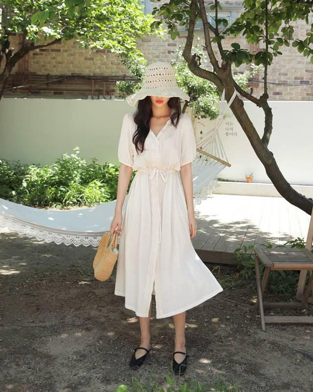 一件洋装搭配不同鞋款,让你瞬间拥有 3 种截然不同的风格!