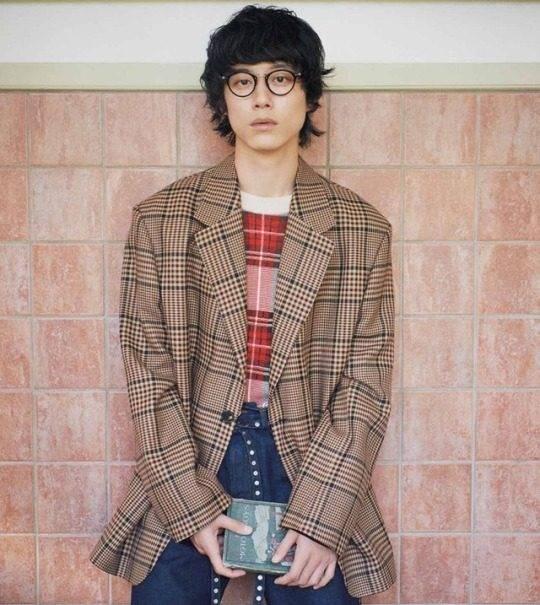 掌握日本男星坂口健太郎的穿搭准则,让你在异性眼中瞬间好感加分!