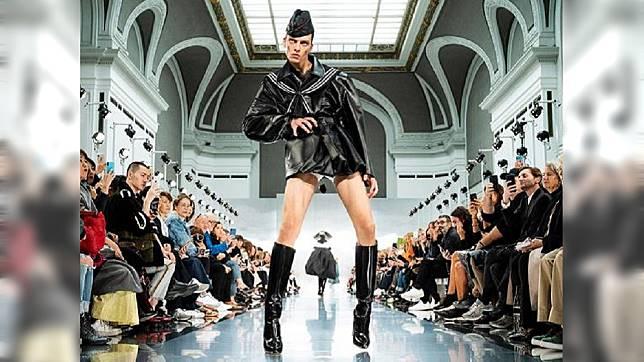 最高端厌世!又气又跩的Leon Dame超狂跨步走,年轻模特IG爆红