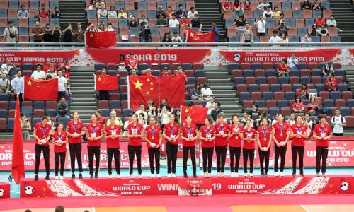 漂亮!中国女排全胜创纪录夺冠,颜如玉致敬女排拼搏精神
