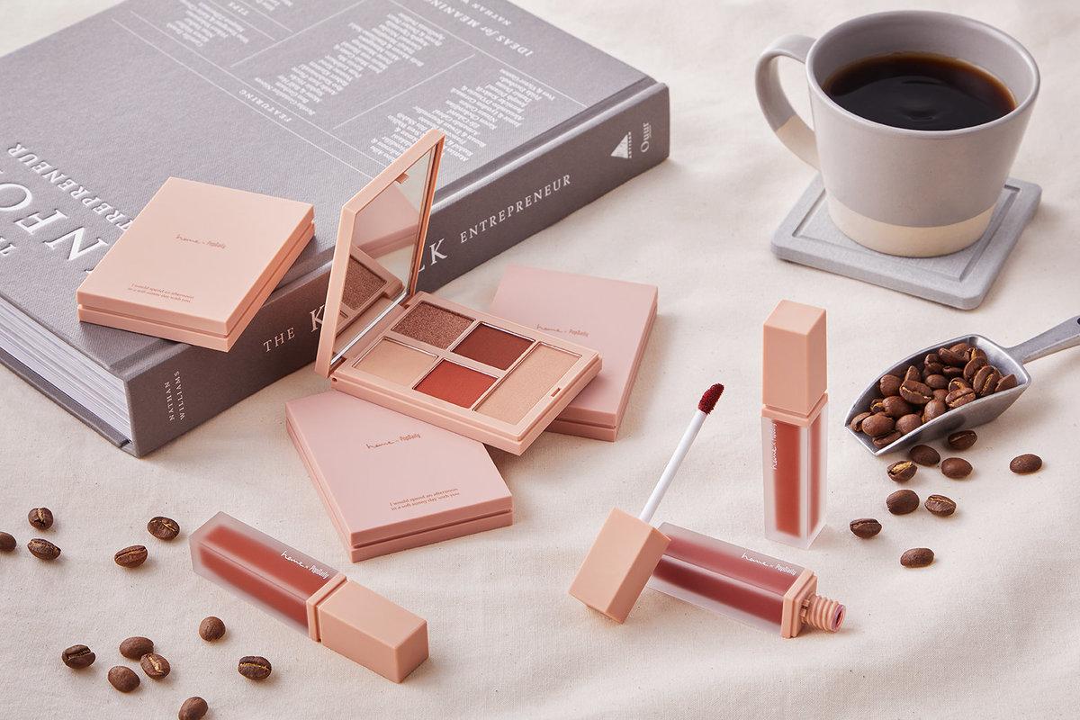 heme首度跨界聯名彩妝系列 訂制絕美咖啡外帶杯、濾掛包!