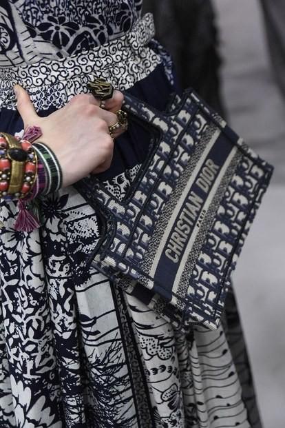 这8款最火的精品IT bag,让人甘心排队也要买到!