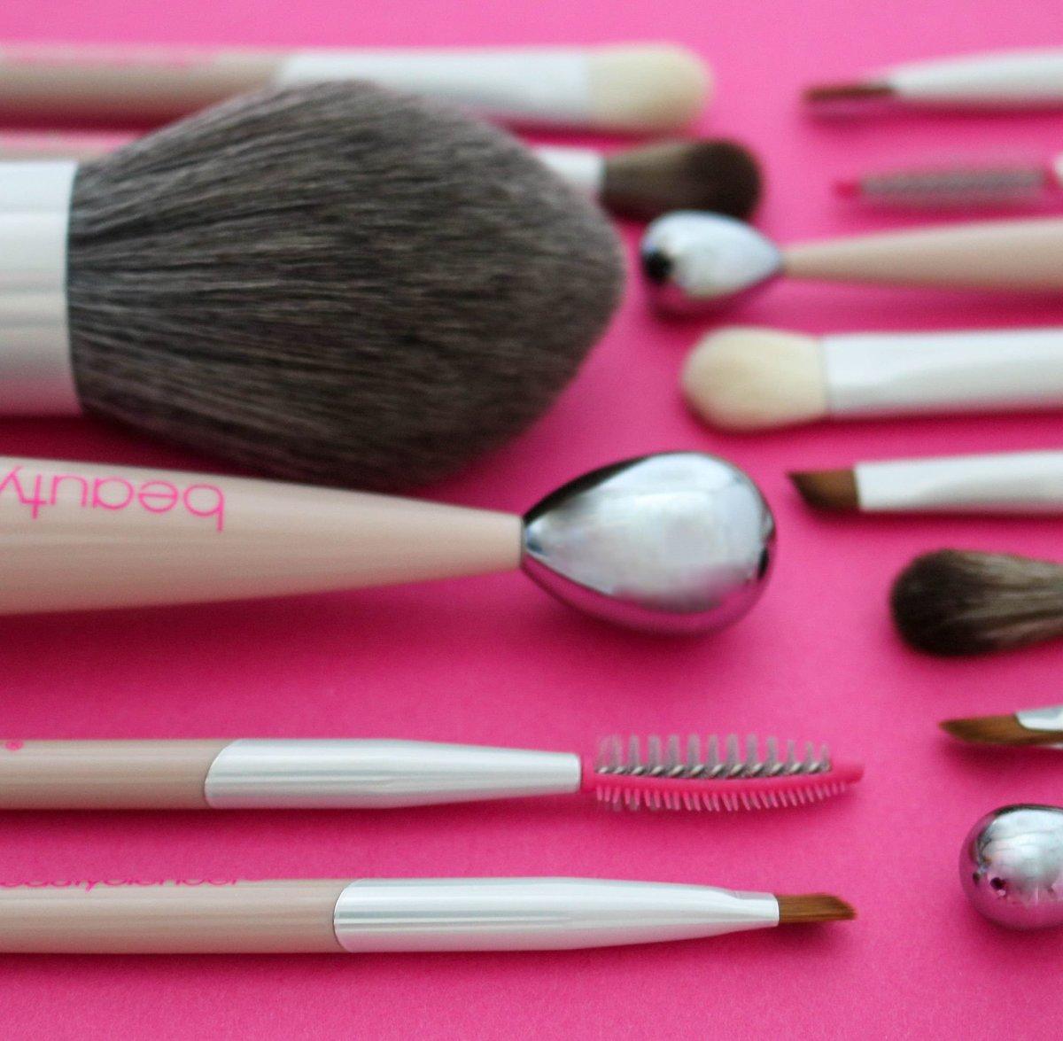 <b>美妆神器正式登场!beautyblender超时尚全新专业完美保养刷具</b>