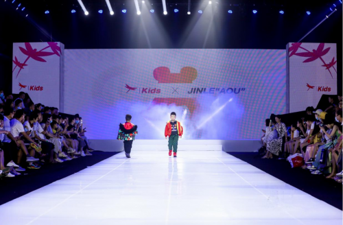 红蜻蜓儿童联名产品惊艳了厦门国际少儿时装周