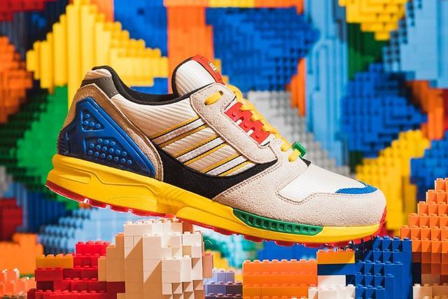 <b>真的来了!LEGO x adidas 携手打造ZX-8000联名鞋款,鞋盒是满满</b>